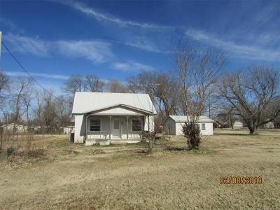 Oologah Single Family Home For Sale: 330 E Sequoyah Street