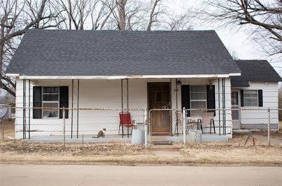 Oilton Single Family Home For Sale: 210 E 1st Street