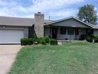 Creek County Single Family Home For Sale: 4539 W 64th Place