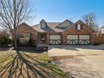 Tulsa Single Family Home For Sale: 9352 Black Oak Lane