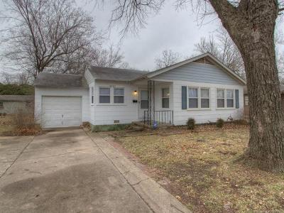 Single Family Home For Sale: 3533 S Knoxville Avenue
