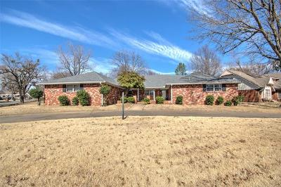 Muskogee Single Family Home For Sale: 3400 Hyde Park Avenue