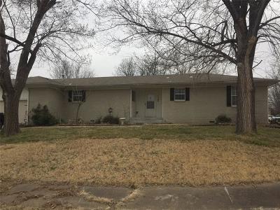 Broken Arrow Single Family Home For Sale: 1142 N Hickory Avenue