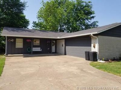 Broken Arrow Single Family Home For Sale: 105 E Kent Street