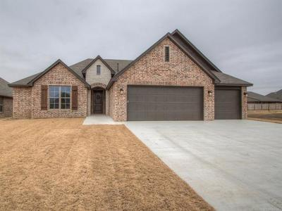 Owasso Single Family Home For Sale: 8109 N 75th East Avenue