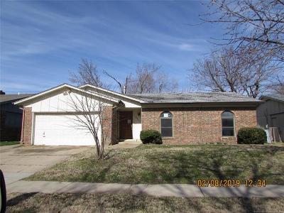 Tulsa Single Family Home For Sale: 10935 E 36th Place