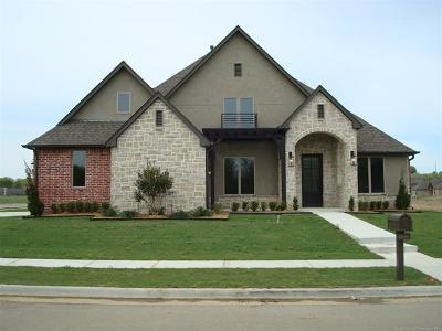 Tulsa Single Family Home For Sale: 16607 E 43rd Street S
