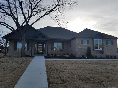 Catoosa Single Family Home For Sale: 224 Williamsburg Street