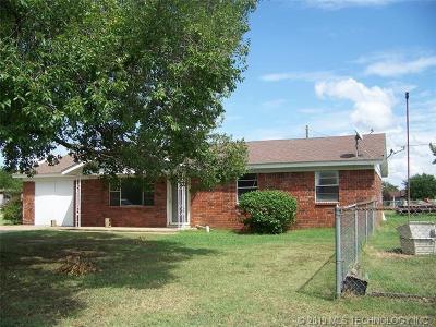 Haskell Single Family Home For Sale: 400 N Seneca Street
