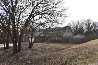 Bristow Single Family Home For Sale: 701 Spring Lane