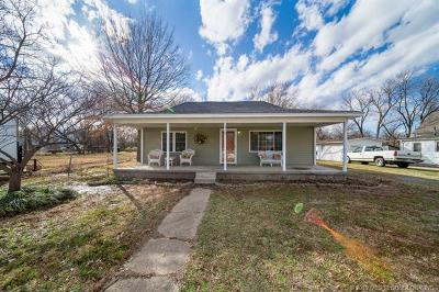 Pryor Single Family Home For Sale: 310 S Whitaker Street