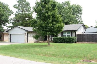 Claremore Single Family Home For Sale: 802 S Choctaw Place