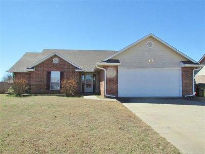 Muskogee Single Family Home For Sale: 3705 Canterbury Avenue
