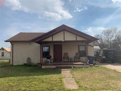 Mounds Single Family Home For Sale: 240 E 16th Street