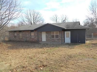 Tahlequah OK Single Family Home For Sale: $107,500