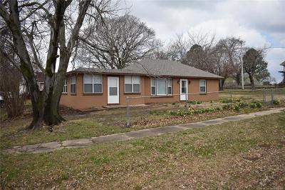 Fort Gibson Single Family Home For Sale: 701 Garrison Avenue