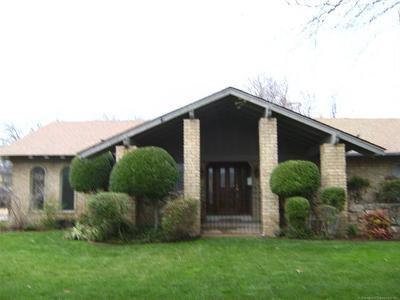Tulsa Single Family Home For Sale: 6225 E 49th Street