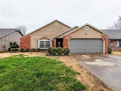 Tulsa Single Family Home For Sale: 8936 S 77th East Place