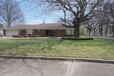 Henryetta Single Family Home For Sale: 413 Hickory Drive