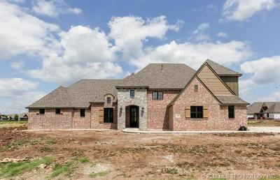 Owasso Single Family Home For Sale: 6801 N Pebble Lane