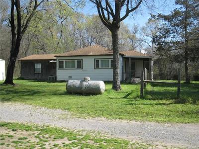 Tahlequah OK Single Family Home For Sale: $120,000
