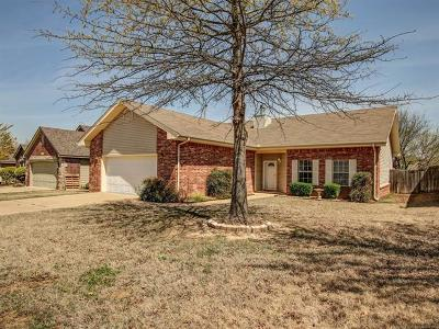 Sand Springs Single Family Home For Sale: 5221 S Redbud Drive