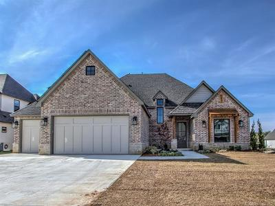 Jenks Single Family Home For Sale: 722 W 110th Street