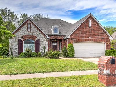 Broken Arrow Single Family Home For Sale: 118 S Butternut Avenue