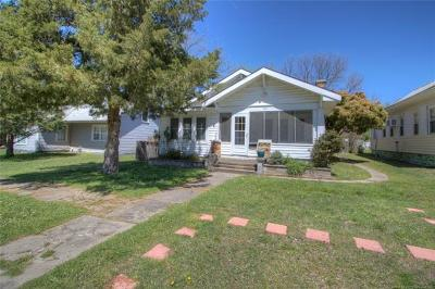 Okmulgee County Single Family Home For Sale: 704 W Moore Street