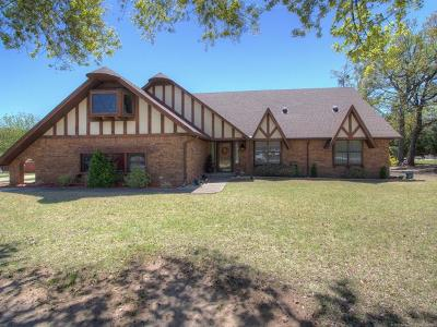 Okmulgee Single Family Home For Sale: 1400 Country Club Drive