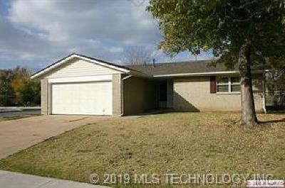 Single Family Home Pending: 10803 E 34th Place