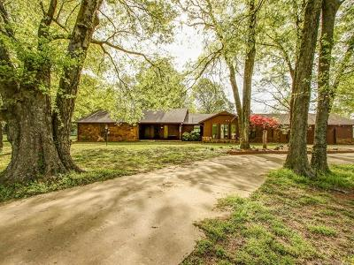 Catoosa Single Family Home For Sale: 522 Heathridge Street