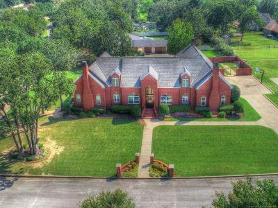 Okmulgee Single Family Home For Sale: 1402 Country Club Drive