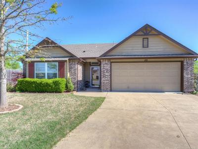 Sand Springs Single Family Home For Sale: 113 W 45th Street