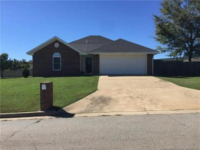 Poteau OK Single Family Home For Sale: $132,000