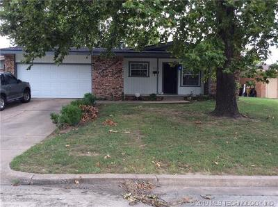 Tulsa Single Family Home For Sale: 511 S 104th East Avenue