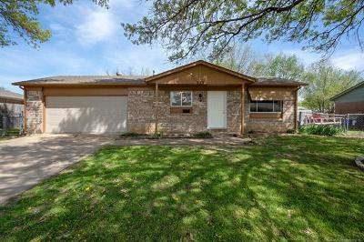 Owasso Single Family Home For Sale: 323 N Cedar Street