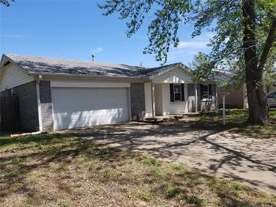 Sand Springs Single Family Home For Sale: 2701 S Maple Drive