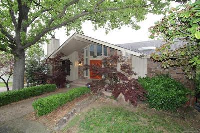 Single Family Home For Sale: 7607 S Richmond Avenue