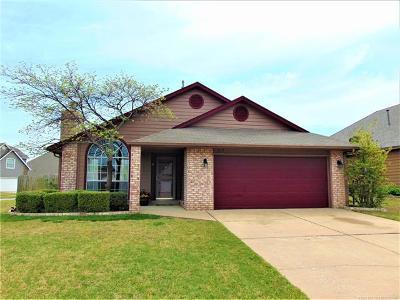 Broken Arrow Single Family Home For Sale: 617 E Helena Street