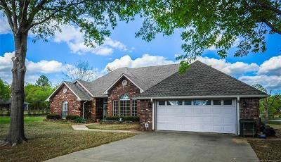 Okmulgee Single Family Home For Sale: 7 E Lake Shore Drive