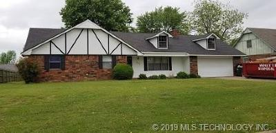 Muskogee Single Family Home For Sale: 303 Phoenix Village Road