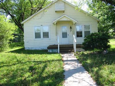 Pryor Single Family Home For Sale: 7 S Orphan Street