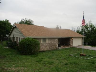 Drumright Single Family Home For Sale: 621 W Drumright Street