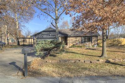 Catoosa Single Family Home For Sale: 504 S Oklahoma Street