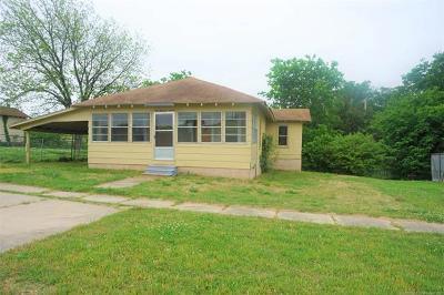 Henryetta Single Family Home For Sale: 107 W Gentry Street