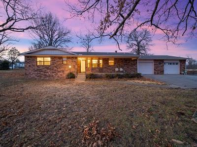 Park Hill OK Single Family Home For Sale: $239,000