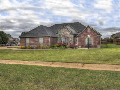 Skiatook Single Family Home For Sale: 1208 S Hummingbird Place