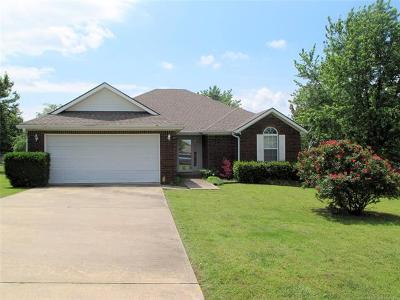 Tahlequah OK Single Family Home For Sale: $149,000