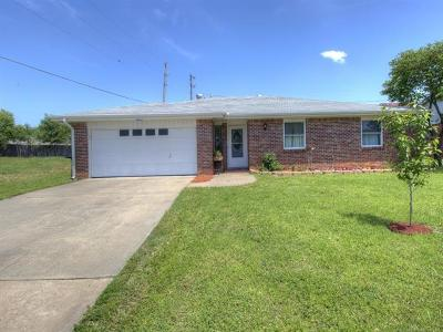 Bartlesville Single Family Home For Sale: 2100 Jefferson Road